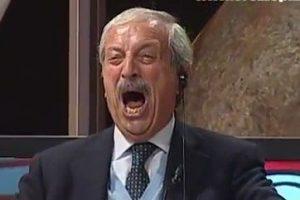 Milan - Cagliari, l'esultanza di Crudeli al gol di Bacca è tutta da ridere [VIDEO]