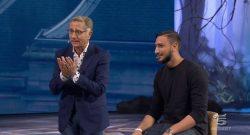 """Bonolis scherza con Donnarumma: """"Siediti qui, stai immobile!"""" [VIDEO]"""