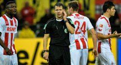 """Pasticcio di arbitro e Var in Borussia Dortmund-Colonia: """"Molto probabile che si rigiochi"""""""
