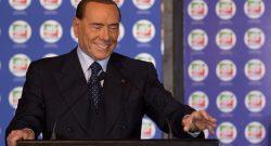 """Berlusconi scherza: """"Coi soldi di Vivendi ricompro il Milan"""""""